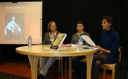 D'esquerra a dreta Ramona Suriol, Maria Lluïsa Latorre i Sílvia Amigó. Al fons, la compositora i cantatrice Barbara Strozzi